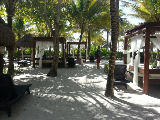 The Royal Suites Yucatan by Palladium: Royal beach section