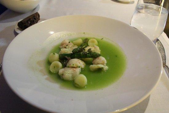Submarino Restaurant : Merluza? Solo recuerdo que nos dejó con hambre.