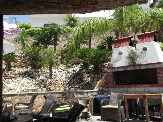 Finas Hotel Apartments: Bar area
