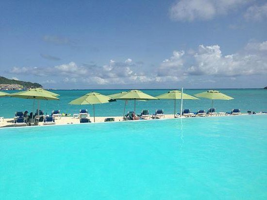 Sonesta Great Bay Beach Resort, Casino & Spa: Pool by the beach
