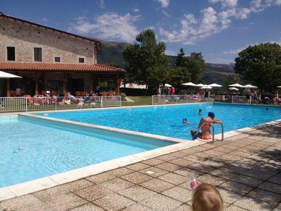 Il Collaccio: La doppia piscina del camping: per adulti e per bambini