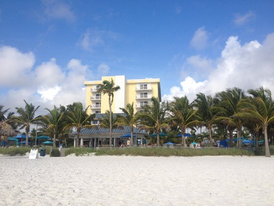 Naples Beach Hotel and Golf Club : View from the beach