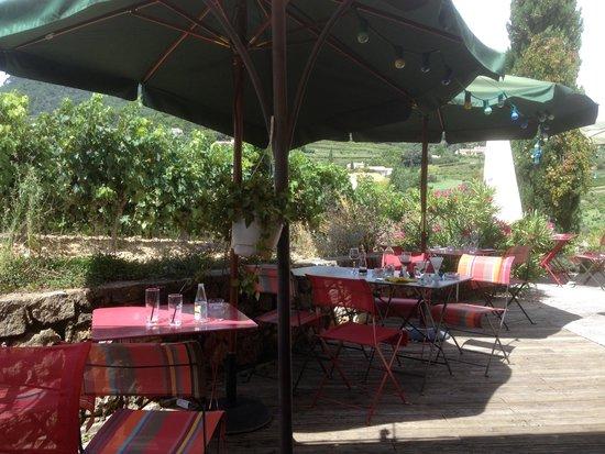 Suzette, France : Les tables non desservies ... ambiance fin de service :(