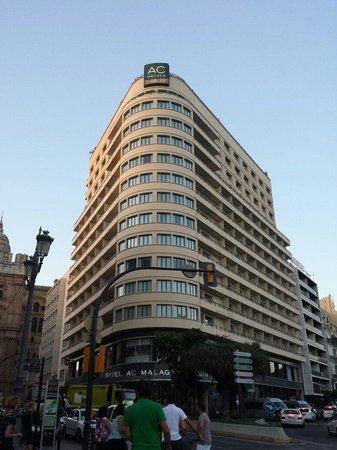 AC Hotel Malaga Palacio: Fachada principal en plena Feria de Málaga 2014