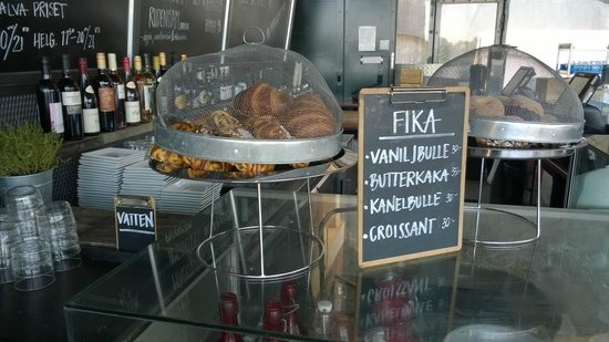 Fotografiska: Picturesque, but inefficient croissant protection in the cafe :o)