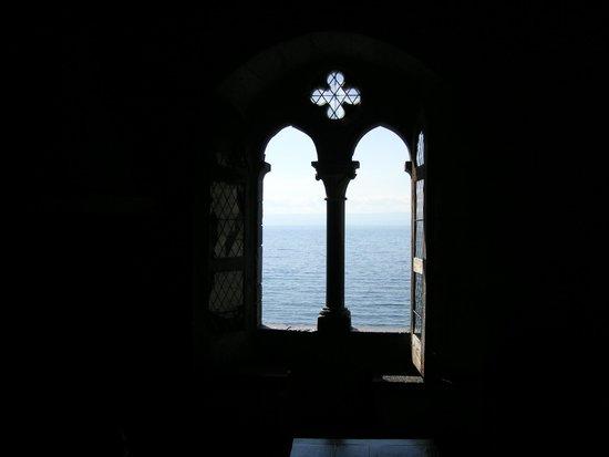 Chateau de Chillon: Lovely windows