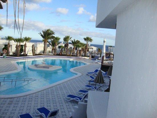 Apartamentos Panorama: Pool view from balcony