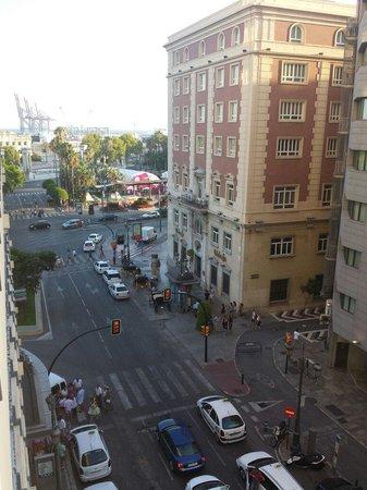 AC Hotel Malaga Palacio: Vistas desde el balcón de mi habitación en la quinta planta