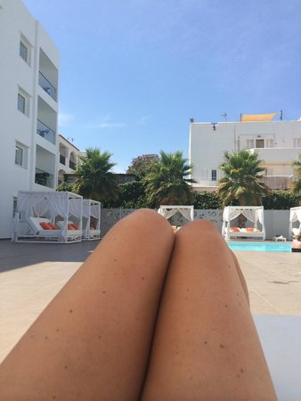 Ibiza Sun Apartments: Chilling by the pool