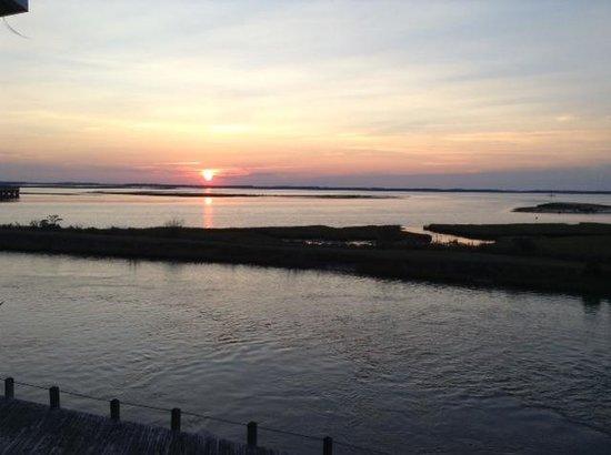 Island Motor Inn Resort: awesome sunset view