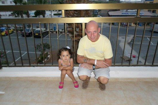 Tsokkos Beach Hotel: end of large balcony