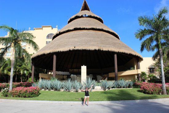 Fiesta Americana Condesa Cancun All Inclusive: Worlds largest Palapa? This is the lobby!