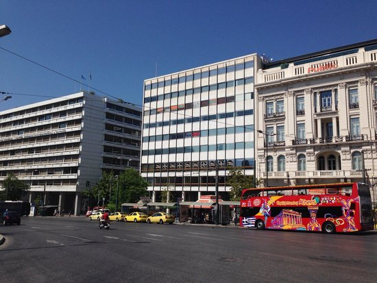 City Sightseeing Athens & Piraeus: The Athens city sightseeing bus at its starting point in Syntagma square.