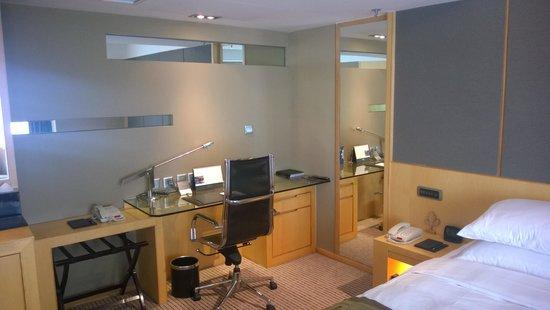 Kempinski Hotel Dalian: Desk