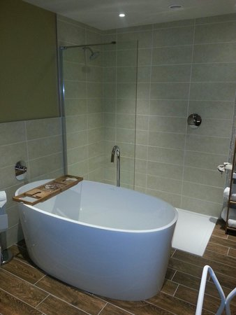 The Northumberland Arms: Bathroom of Thirston House
