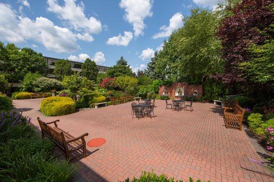Radnor Hotel: Formal Gardens