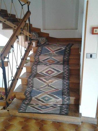 Orsa Maggiore : tappeto etnico scala ai piani