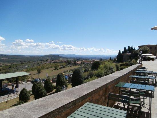 Osteria Il Campanellino: Vista dai tavoli esterni