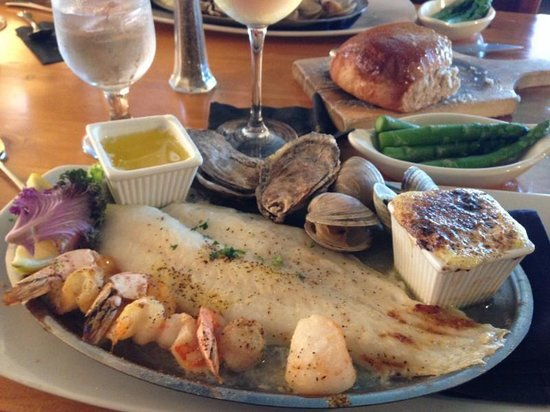 Bill's Seafood Restaurant: broiled seafood platter