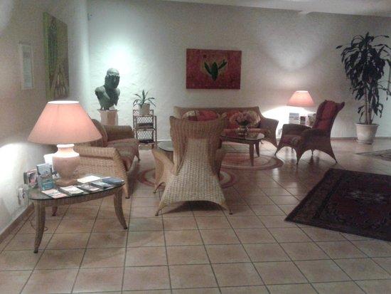 Hotel Villa Opuntia: salon entrée