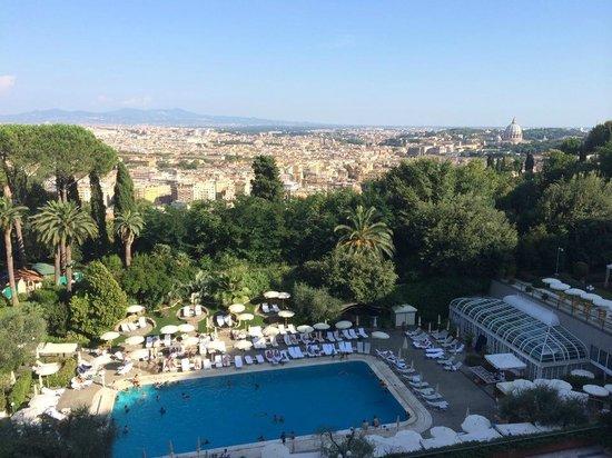 Rome Cavalieri, Waldorf Astoria Hotels & Resorts : Pool view from room