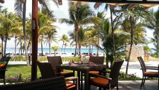 Hotel Barcelo Maya Beach : Vista dal Ristorante a bordo piscina