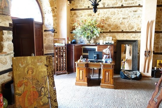 Palea Poli Hotel : reception desk
