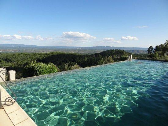 Auberge de la Tour de Brison : La piscine à débordement