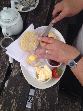 Blossoms Tea Rooms: Afternoon tea (sorry my mothers hands got in the way!!)