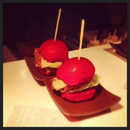 Slider Station : Dangerous Sliders with their distinctive red buns.