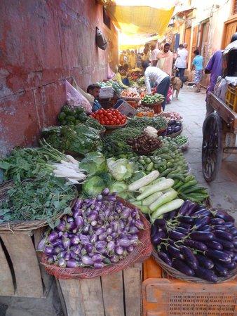 Kedareswar Bed & Breakfast: marché aux légumes dans la rue qui mène au guest house