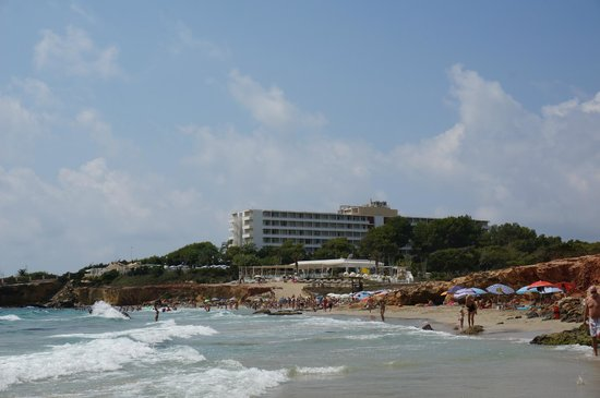 Fiesta Hotel Cala Nova: Hotel from beach