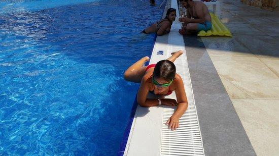 Ramada Resort Akbuk: Havuz