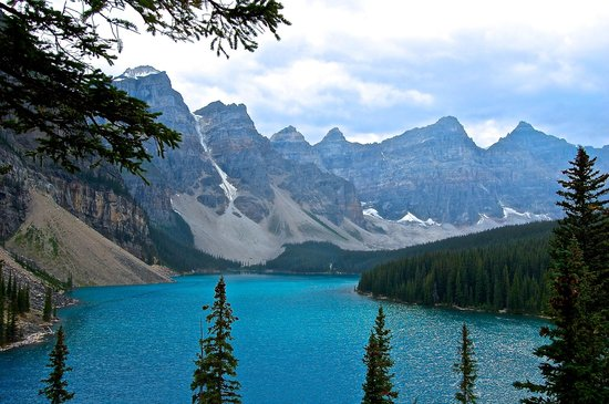 Moraine Lake: Top of the rocks view