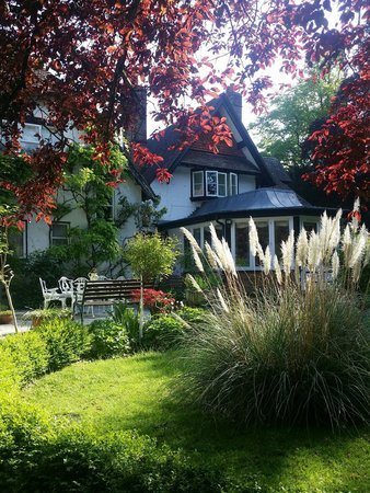 West Lodge Hotel: Lovely gardens
