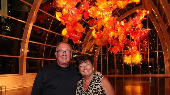 Jardín y cristal Chihuly: Enjoying the night view!