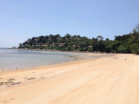 Banyan Tree Bintan: Strand am Golfplatz