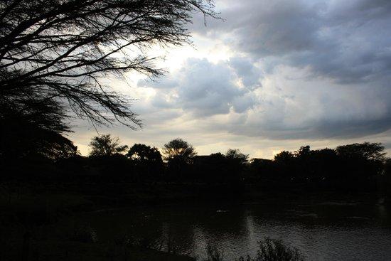 Mara River Camp: Vistas desde el comedor