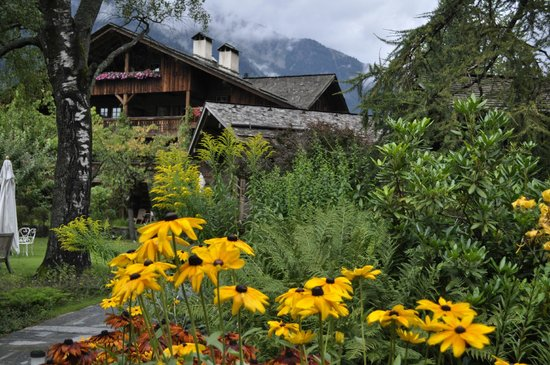 Le Hameau Albert 1er: le jardin du hameau . A voir aussi le jardin potager du restaurant !!!