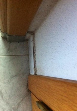 Benibeach Apartments : skirting boards - the room