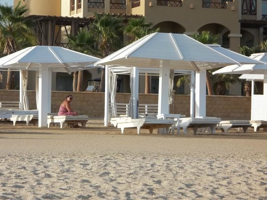 Premier Romance Boutique Hotel and Spa: Relacing on the beach