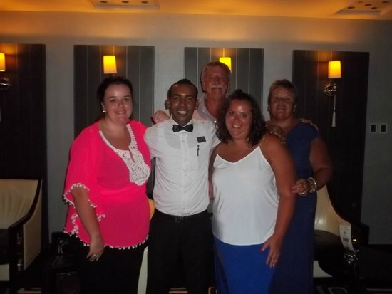 Premier Romance Boutique Hotel and Spa: Relaxing bar with SAS with barman