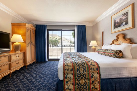 Sands Inn & Suites: King Suite Bedroom