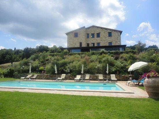 Il Posto delle More : villa e piscina