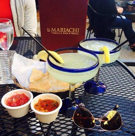El Mariachi Tequila Bar & Grill : Margaritas in the patio