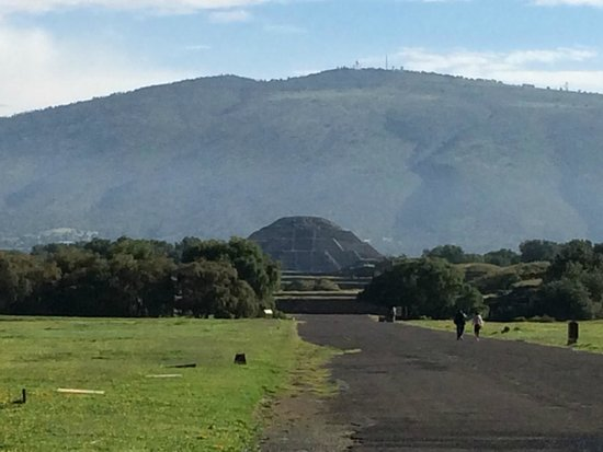Teotihuacan : The Temple of the Moon