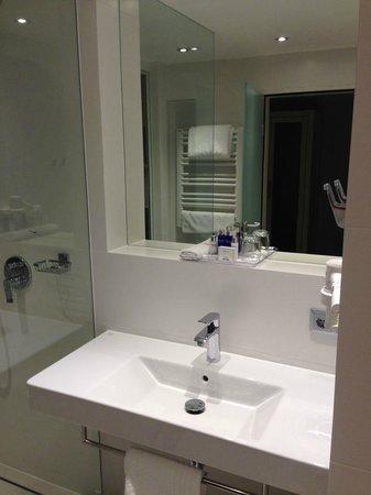 Hotel Europa : Tolles Bad mit Toilettenartikeln