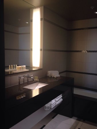 Talking Stick Resort: Bathroom