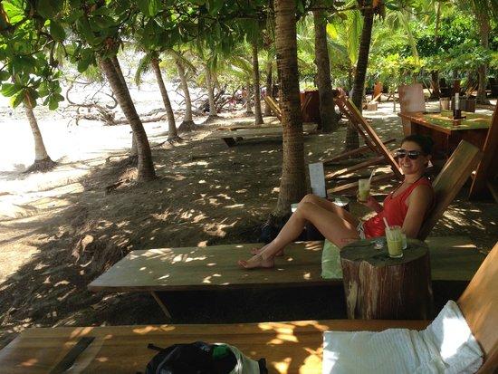 Avellanas Surf School: Lola's bar- get a mojito, do it