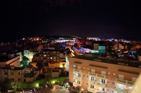 Hotel Alba Seleqtta: lloret de mar by nigth